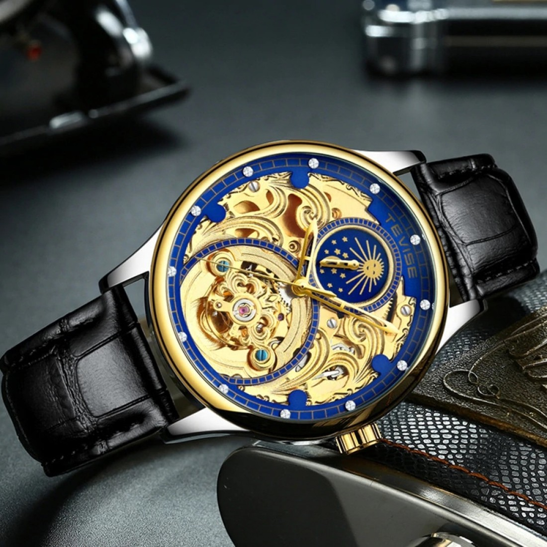 Pirogue Leather Automatic Moonphase Blue Trim