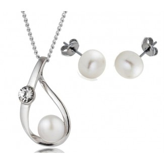 Freshwater Pearl Elegance Pendant and Pearl Stud Earrings Set